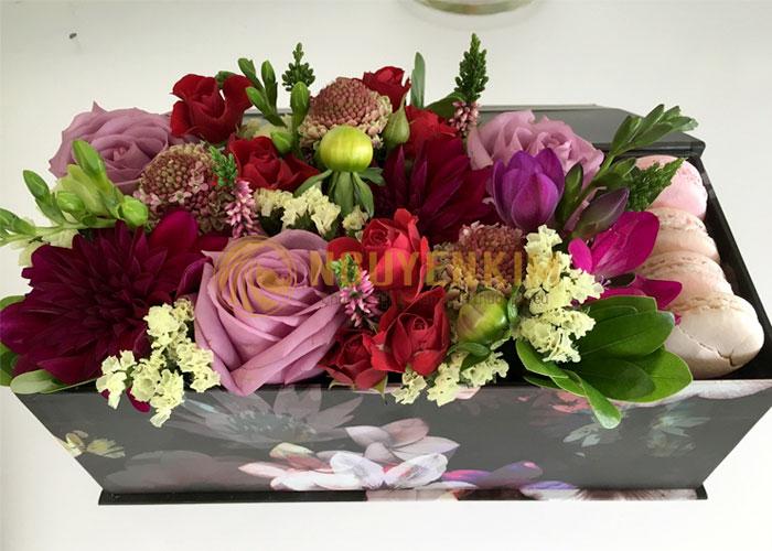 hộp giấy cựng hoa tươi