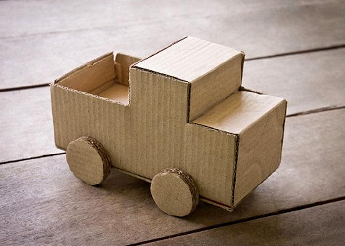 Làm ô tô đồ chơi từ carton cũ